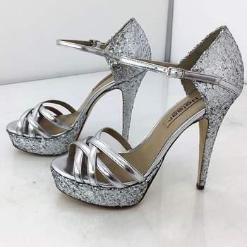 Foto via Instagram Clara de Sousa | Sapatos personalizados: Helsar