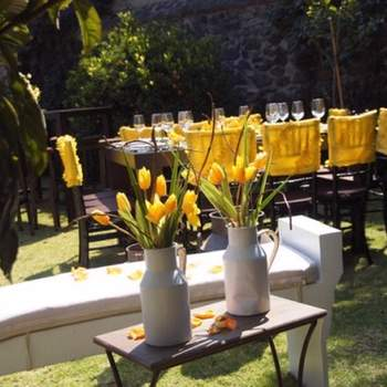 Cómo resaltar el amarillo con discreción en bodas al aire libre
