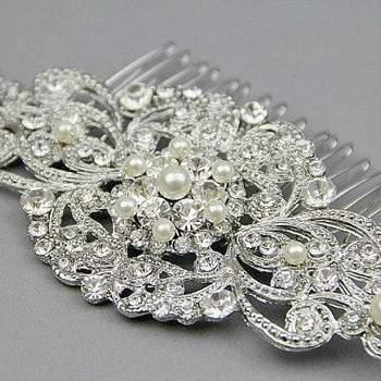 Arranjos com strass, pedras e brilho, presilhas enfeites para complementar o penteado da noiva, confira estes belíssimos modelos!
