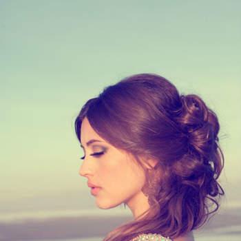 Attachez vos cheveux en demie-queue pour un look naturel et glamour. Photo: Lindsey Shaun Photography
