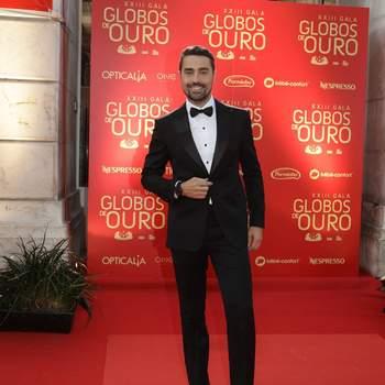 Vestido por MERINO Alfaiataria Customizada®. Joias: OMEGA. Sapatos: Luís Onofre. Foto via IG @ricardotpereira