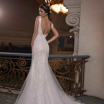 Photo: Pronovias Privée 2021