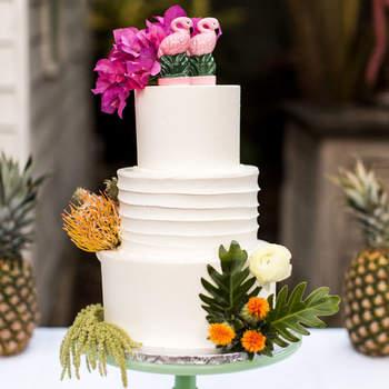 Inspiração para bolos de casamento simples, mas fabulosos! | Créditos: Kaity Brawley Photography