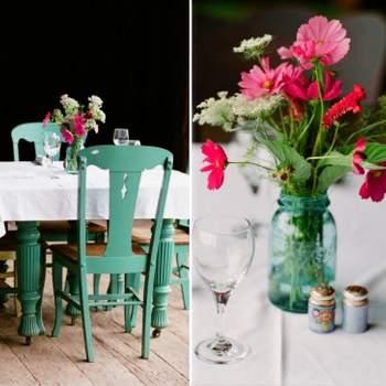 Chaises, vases : on joue avec le turquoise pour la décoration du mariage. Crédit photo : Layla Eloa