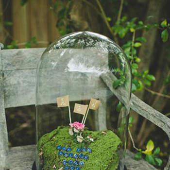La decoración para una boda al aire libre es muy variada, con detalles muy simples puedes darle un encanto único a tu enlace. Colores, texturas, delicadeza y mucha imaginación es lo que necesitas para lograr una ambientación original.Foto: Green Wedding Shoes