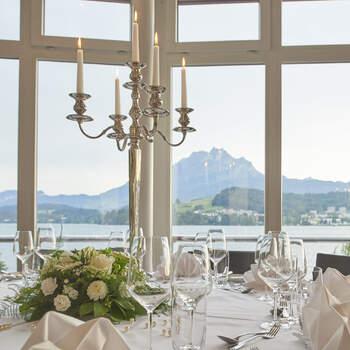 Traumhaftes Seepanorama beim Hochzeitsessen