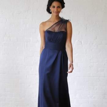 Robe longue bleue avec décolleté asymétrique. Crédit photo : Robe de mariée David´s Bridal 2013  New York Bridal Fashion Week, printemps 2013.