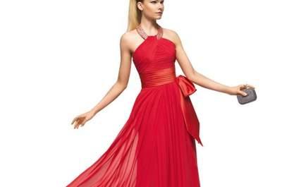 Vestidos de fiesta largos en color rojo intenso colección Pronovias 2013