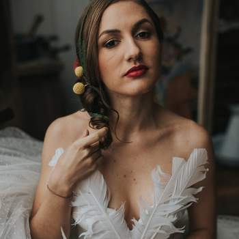 Photo : Margaux Pastor - Robe de mariée : David Purves - Coiffure : Cut & Learn - Maquillage : Bbeautiful Relooking - Fleurs : Aude Rose