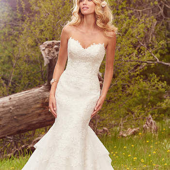 """Glamouröses fit-and-flare Brautkleid aus Spitze.   <a href=""""https://www.maggiesottero.com/maggie-sottero/goldie/10099?utm_source=mywedding.com&amp;utm_campaign=spring17&amp;utm_medium=gallery"""" target=""""_blank"""">Maggie Sottero</a>"""