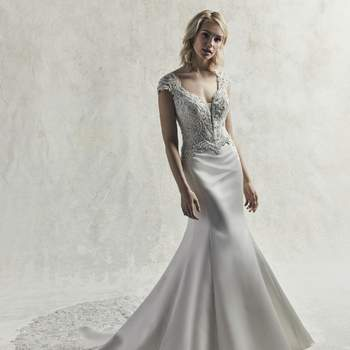 Motivos de encaje con cristales de Swarovski que evocan el glamour en este vestido de novia de talle ajustado.