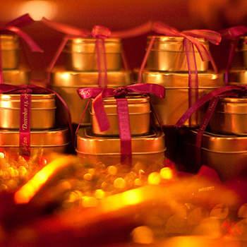Cajas de metal de diferentes tamaños donde puedes regalar diferentes esencias, tés, chocolates...
