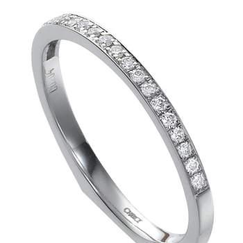 Espectacular alianza de boda de oro blanco y diamantes. Foto: Chancejoyas. http://www.chancejoyas.com