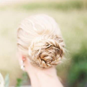 Penteado de noiva com coque de trança   Credits: Lauren Gabrielle Photography