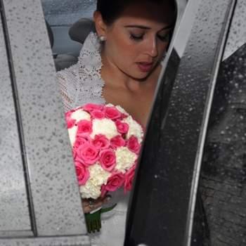 Casamento de Leda e João. Em 31 de março de 2012. A emoção da chegada na noiva em dia de chuva.
