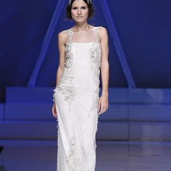 Modèle Yolan Cris tout en fluidité et ultra féminin. Photo : Barcelona Bridal Week.