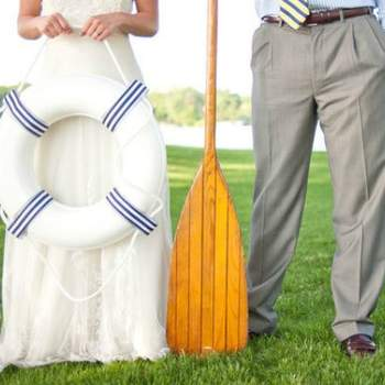 Planeje seus acessórios para seu casamento em um barco! Foto: Callie V Photography