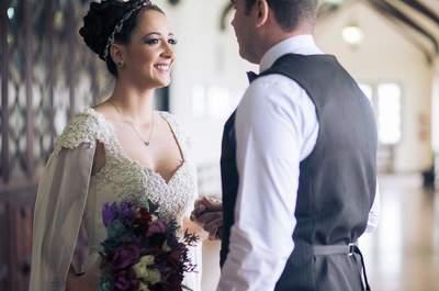 Casamento boho no castelo de Paula e Felipe: maravilhosos detalhes em tons de roxo, rosa e branco!