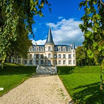 Photo : Le Château d'Hardricourt - Localisée à 37 kilomètres de Paris, cette propriété datant du XVIIIe siècle est chargée d'histoire.