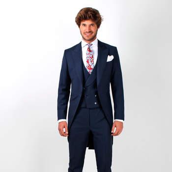 Chaqué azul y corbata pasley. Credits: Scalpers