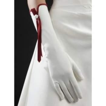 Gants de mariée Hermès. Crédit photo : Mariage-pronoce