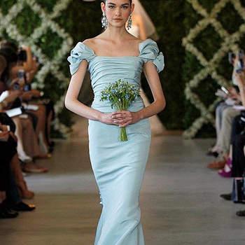 Robe de mariée bleu pâle avec petites manches courtes. Un modèle ultra romantique et frais. Photo : Oscar de la Renta