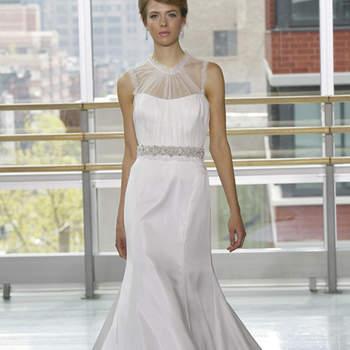Vestido de novia strapless con escote cisne en transparencia. Cinturón de pedrería y corte sirena