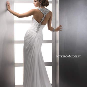"""Para las mas sexies, este vestido de novia confeccionado en chino. El escote cruzado aderezado con cristalería le suma glamour a la confección entera, mientras que la falda se alza con exquisitos plisados y una elegante caída. El terminado se hace con botones sobre cremallera.   <a href=""""http://www.sotteroandmidgley.com/dress.aspx?style=82503"""" target=""""_blank"""">Sottero &amp; Midgley Platinum 2015</a>"""