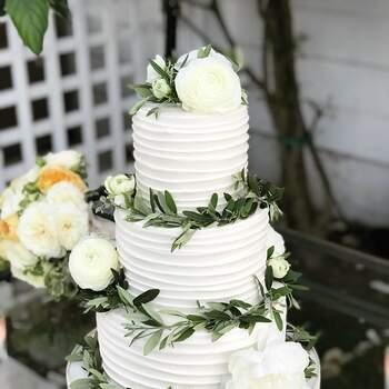 Os bolos com buttercream são suaves, delicioso e delicados. Créditos: Flour and Bloom Cakes