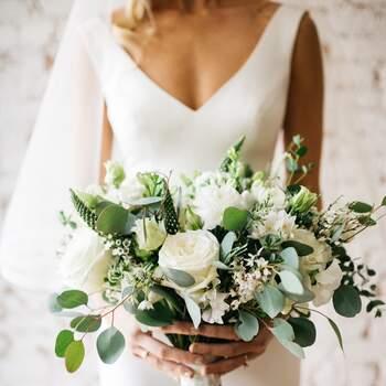 As rosas brancas são sinónimo de elegância clássica | Créditos:  RAM Floral