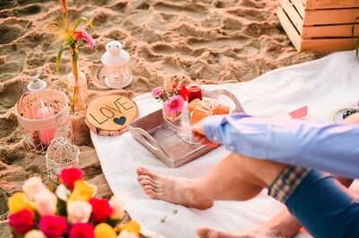 Zaręczynowe śniadanie na plaży przy wschodzie słońca. Bajeczna sesja!