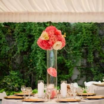 Centre de table corail - Crédit photo: Mariage Original