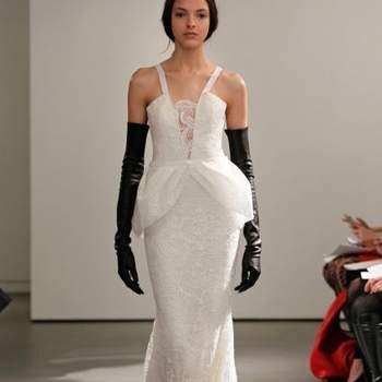 La diseñadora Vera Wang sorprendió este año con sus vestidos de novia Colección 2014, pues dejó atrás sus reconocidos trajes en tonos pasteles o audaces rojos, para cenrtarse en un concepto mucho más esencial: los colores blanco y negro. Una propuesta elegante y muy vanguardista, que seguro marcará tendencia.  Foto: Vera Wang 2014