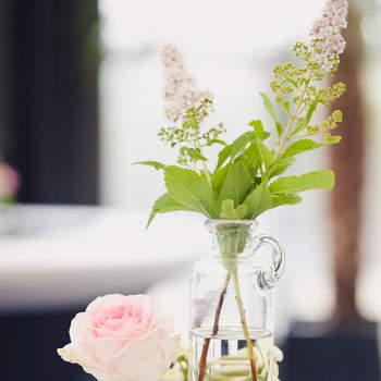 Zartes Rosa für die Tischdeko. Foto: 2Rings Trouwfotografie (Holland)