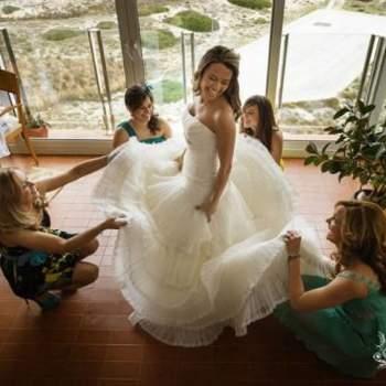 """Los preparativos de la novia no pueden faltar en una sesión de fotos de boda. Foto: <a href=""""https://www.zankyou.es/f/jm-photoemotion-11527"""" target=""""_blank"""">JM Photoemotion</a>"""