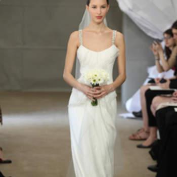 Robe de mariée fluide avec très fines bretelles. Carolina Herrera 2013