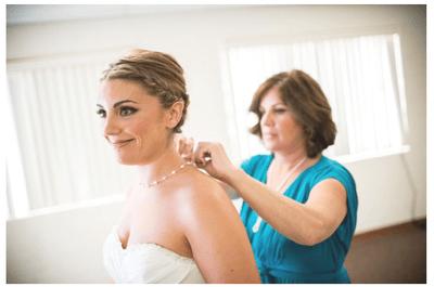 Emoción en tu álbum de bodas: Las fotos obligadas de la novia con su mamá