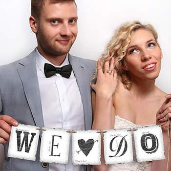 Letrero we do. Compra en The Wedding Shop.