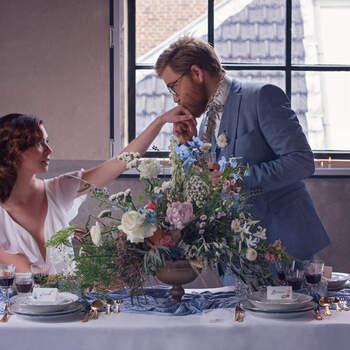 Vintage Blue: een moderne styled wedding shoot met trendkleur poederblauw   Foto: Sara T Photography