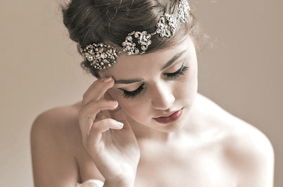 Elegantes diademas con pedrería para novias