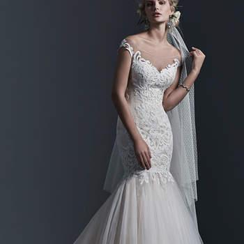 """Une dentelle à motifs audacieux orne cette robe de mariée coupe sirène magnifique constituée d'une jupe en tulle évasée . Là encore, les boutons sont recouverts et la fermeture éclaire est intelligemment dissimulée.  <a href=""""http://www.sotteroandmidgley.com/dress.aspx?style=5SC640"""" target=""""_blank"""">Sottero &amp; Midgley</a>"""