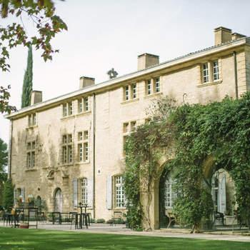 Photo : Château de Sannes - Niché en plein cœur du Luberon, ce château vous dévoile de merveilleux espaces dans lesquels vous pourrez vivre un véritable conte de fées. Poussez donc les portes de ce magnifique lieu qui saura être à la hauteur de tous vos rêves, même les plus fous !