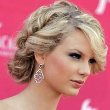 Taylor Swift es una de las estrellas jóvenes más estilosas. Fíjate en este elaborado moño bajo a base de trenzas. Foto: Youtube.com