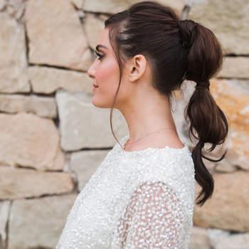penteado para noiva com rabo de cavalo alto   Credits: Braedon Flynn Photography