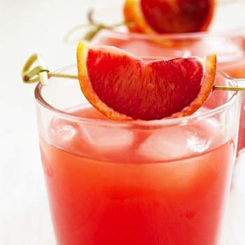 We love a daiquiri and this refreshing twist is just perfect: Rum, lemon juice and grapefruit juice - Photo: Shutterstock
