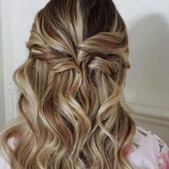 Penteado para noiva com cabelo semi preso   Credits: Heidi Marie Garrett Photography