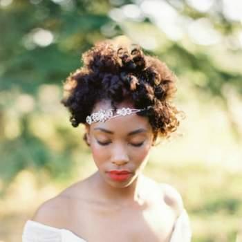Un diadème posé avec désinvolture dans une chevelure lâchée peut constituer la combinaison parfaite pour une mariée optant pour une coiffure au naturel. Photo: O´Malley Photographers