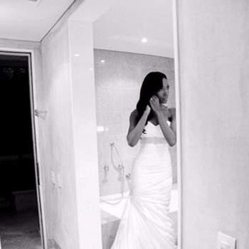 Fenomenal traje de novia que aporta elegancia y glamour.