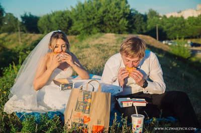 Sesja Klaudii i Maricina, to McDonald's jedzony na łące i piękne emocje!