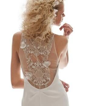 Hoje em dia, são muitos os modelos que nos inspiram para encontrar o vestido de noiva dos nossos sonhos. E uma tendência que têm feito a cabeça das noivas são vestidos com costas bem trabalhadas como estes modelos.
